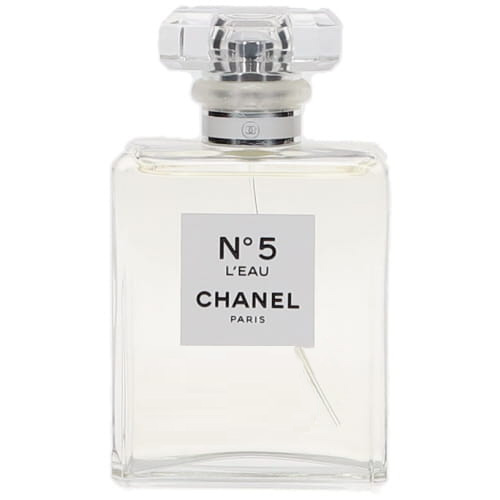 "3de2d48b75bf 現在の調香師を務めるオリヴィエ・ポルジュがクリエイトした新たな香り「シャネル N°5 ロー オードゥ トワレット」。  フランス語で水を意味する""ロー""と名付けられ、 ..."