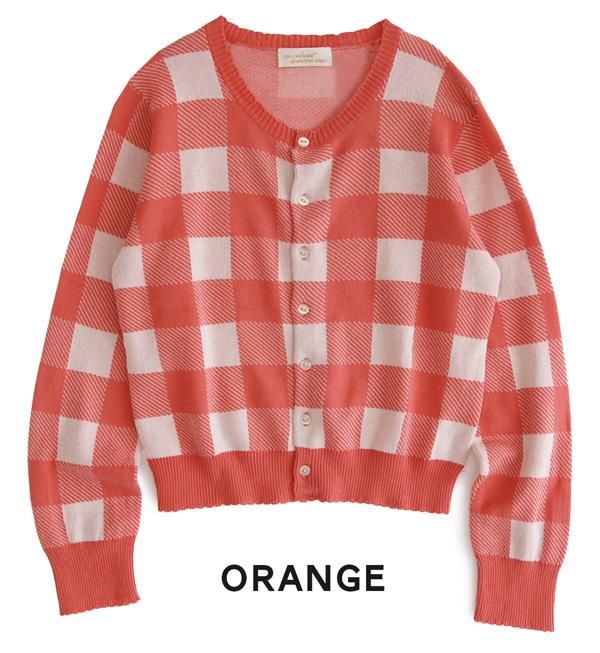 大的块格子花纹的很薄的编织物对襟毛衣.