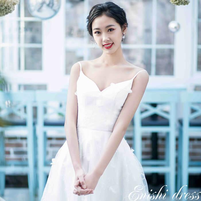 f8b55e51557d2 ... のドレスです  背面はクルミボタンになっており、デザインが美しくエレガント  結婚式、披露宴、二次会 、前撮り、パーティーのシーンでも華やかに着こなせます。
