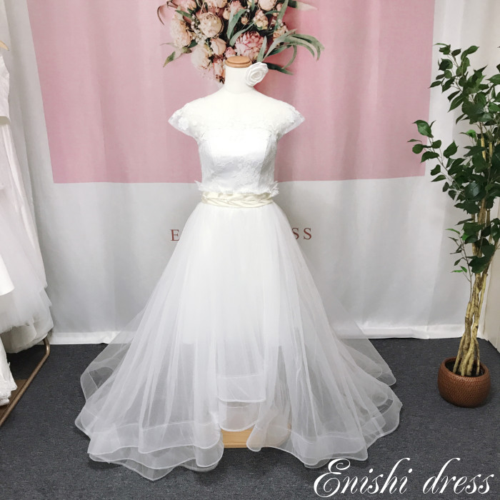 cdf3189d01b05 ウエスト部分がスッキリ綺麗なデザインになっており、背面V字の編み上げタイプのドレスです  結婚式、披露宴、二次会、前撮り、パーティーのシーンでも華やかに  ...