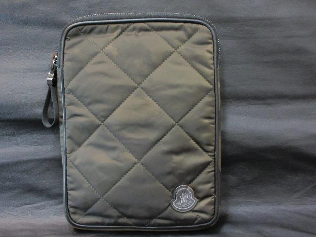 11a47bab0bea 本物正規□モンクレール□セカンドバッグ/ポーチ迷彩◇新品/IPAD MINI対応 ダウンジャケットと同じナイロン素材を採用したポーチです。
