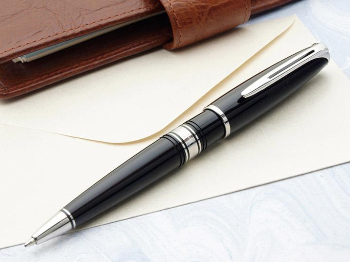 查尔斯顿乌木黑色 gt/ct 圆珠笔的美丽豪华设计,圆滑乌木黑的身体.