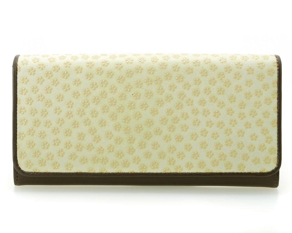 4856ca977f96 [カラー]グリーン系ベージュ/ブラウン [開閉方法] スナップ開閉 [素材] 印伝(鹿革)牛革、一部レーヨン生地 など [サイズ] 約  19×9.5×3cm [重さ] 約 142g