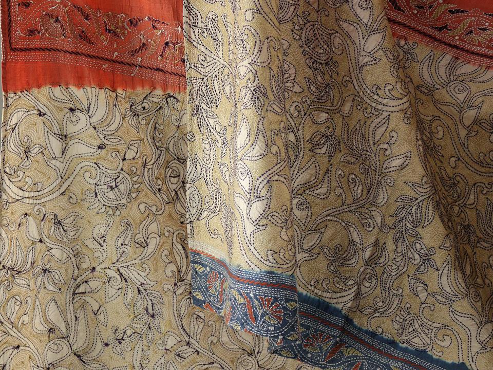 印度失速和手工刺绣的布料花纹图案印度丝绸偷走了的手工刺绣和丝绸