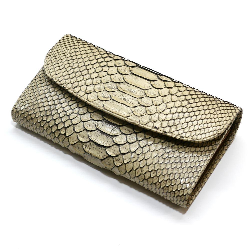e4170a50bdf2 弊社オリジナルの蛇革(パイソン)ギャルソン財布。  特徴であるオープンポケットを主に、札入れ、カード入れ、ポケット等の収納も豊富で、やや大型ではありますが人気 ...