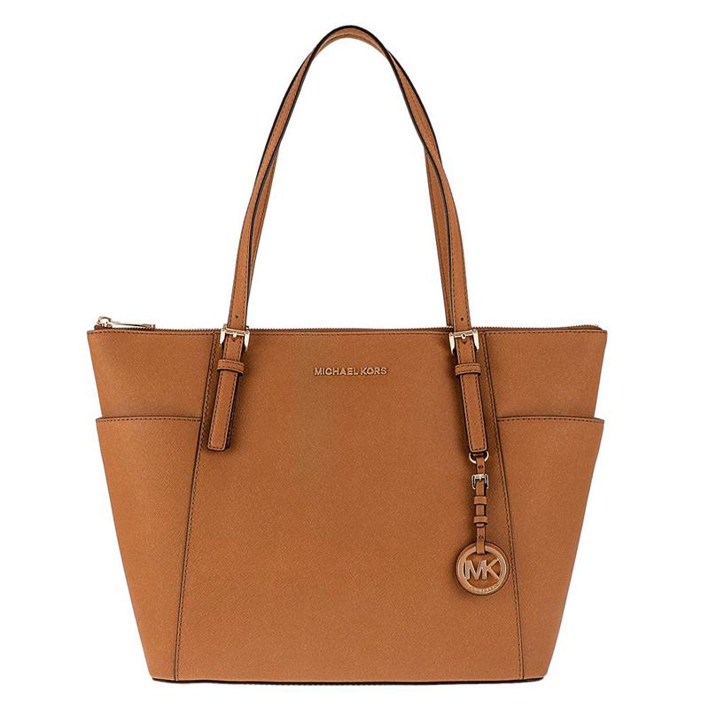 """f551eef770db コース(Michael Kors)""""が81年に始めたニューヨークブランド。 エレガンスと機能性両方を兼ね備えたバッグは欲張りなニューヨーク女性に大人気。"""