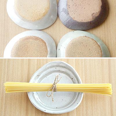 日本菜手工制作粘土的三角形板陶板 / 蛋糕碟 / 房子咖啡厅 / 菜 / 板