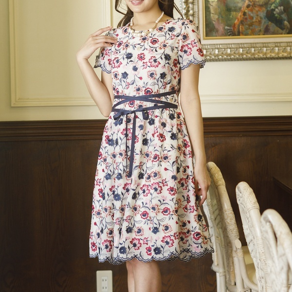 全2色【大きいサイズ】【42・46】シフォンフラワー刺繍ウエストリボンワンピース/ローズティアラ(大きいサイズ)(Rose Tiara)