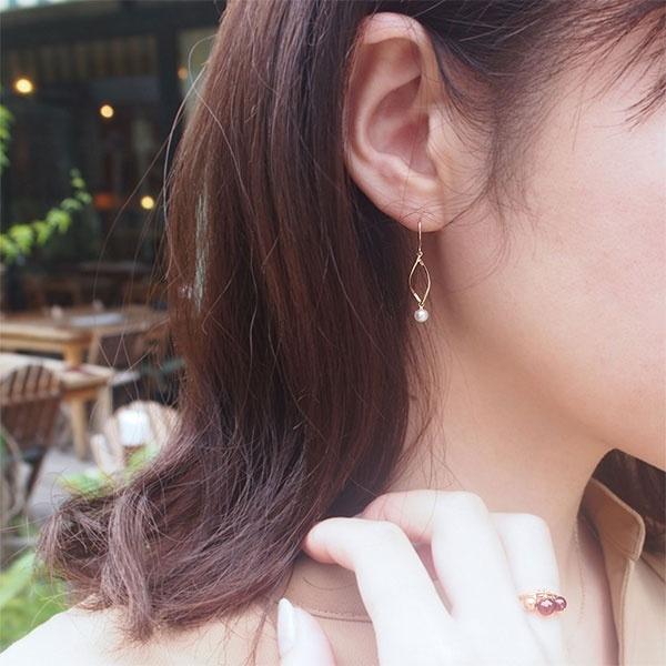 【WEB限定】K10YG 淡水パール ウェーブ ピアス/VA ヴァンドーム青山(VAvendomeaoyama)