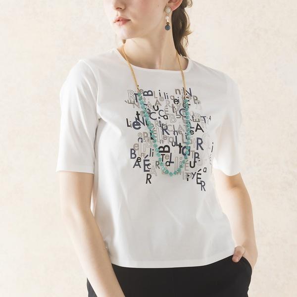 アルファベット柄のプリントTシャツ/リリアンビューティ エクラ(Liliane Burty ECLAT)