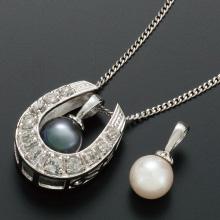 幸福の馬蹄と真珠のペンダント