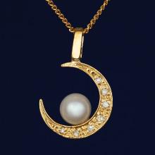 ダイヤと真珠の三日月ペンダント