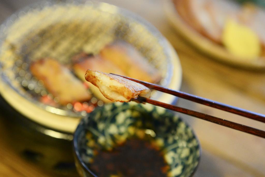小松島名産の 生姜入り天ぷらです お酒の肴に お子様のおやつに ご飯のおかずに大変重宝されております アウトレット 阿波 2枚入り 小松島名産 しょうが天 送料無料 激安 お買い得 キ゛フト 〇産蒲鉾 まるさんかまぼこ