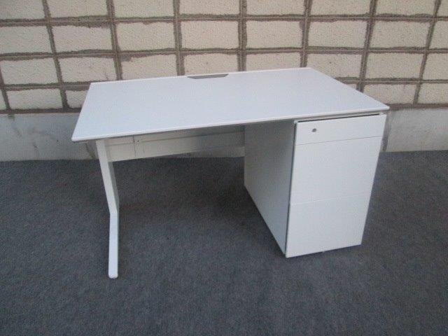 【中古オフィス家具】オカムラ プロユニット 3段片袖机 (鍵1個付)幅1200 バックパネル付き