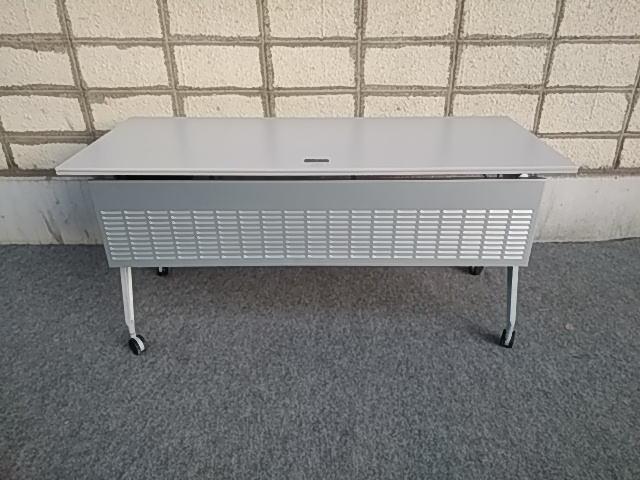 【オフィス家具】【中古】ウチダ ワークスタックテーブルIG型 折りたたみ式 W1500