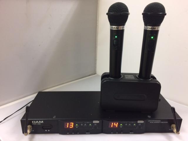 カラオケマイク【中古美品】【送料無料】第一興商電波式ワイヤレスマイク(黒)4点セットDWM1000 2本,DWR-1000 1台,BC700 1台