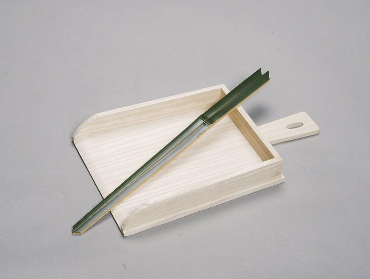 【茶道具】塵取 桐木地 利休好写翠竹塵箸付