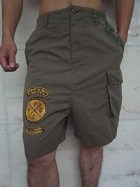 khaki shorts h