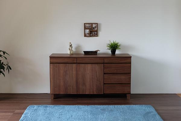 送料無料 サイドボード 幅140cm 完成品 収納棚 木製 天然木 キャビネット リビングボード ウォルナット ミディアムブラウン チェスト 電話台 FAX台 リビング収納 引き出し 本棚 おしゃれ 北欧 モダン シンプル 高級感