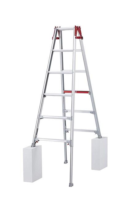 ロングストロークも立ったまま伸縮調節 法人向け 長谷川工業 Hasegawa はしご兼用伸縮脚立 ギフ_包装 RYHL-18 代引き不可 北海道 沖縄 個人宅 1.61~2.06m 公式 離島発送不可