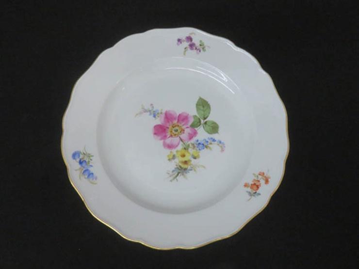 超美品 Meissen マイセン ベーシックフラワー 三つ花 プレート 皿 磁器 ホワイト 花柄 マルチカラー 直径 約25cm【本物保証】【中古】