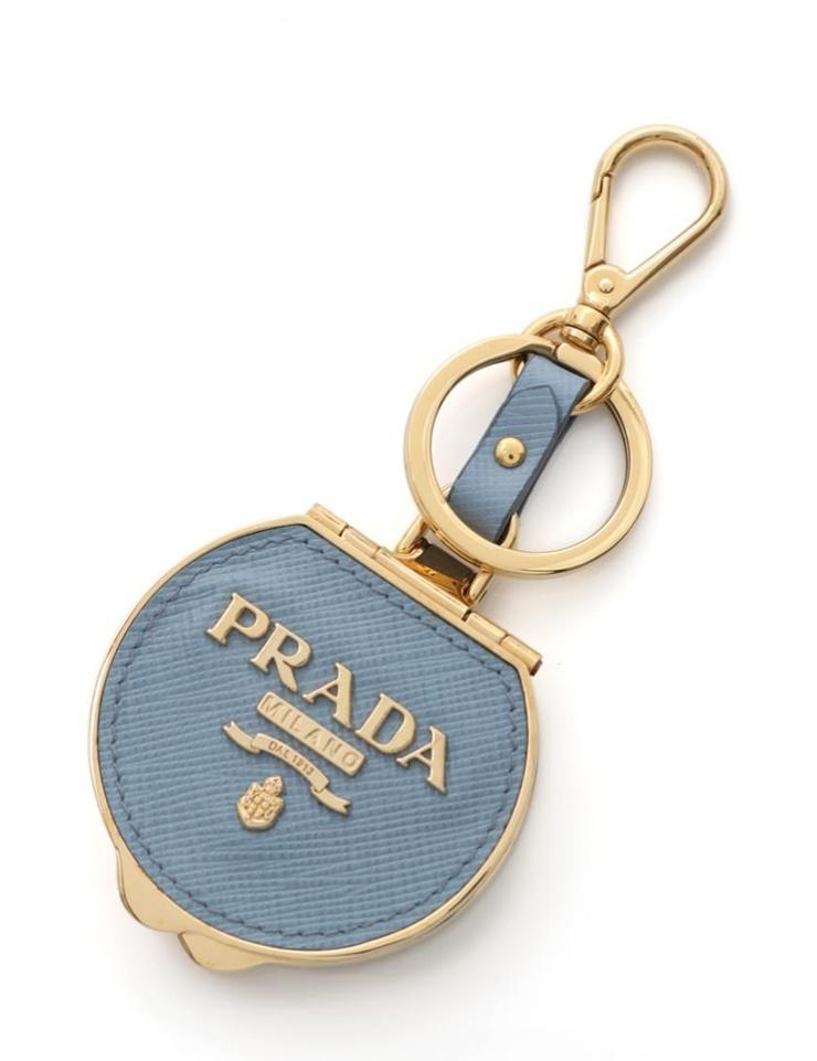 新品未使用展示品 PRADA プラダ キーホルダー ピルケース サフィアーノレザー 水色 ゴールド【本物保証】【中古】