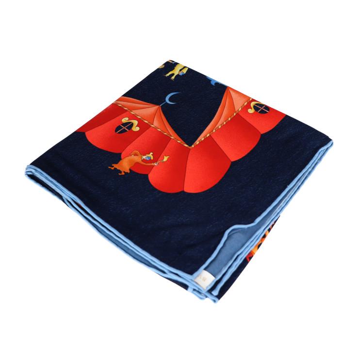 BVLGARI ブルガリ スカーフ 新品未使用展示品 中古 シルク 本物保証 ネイビー×レッド 秀逸 今季も再入荷