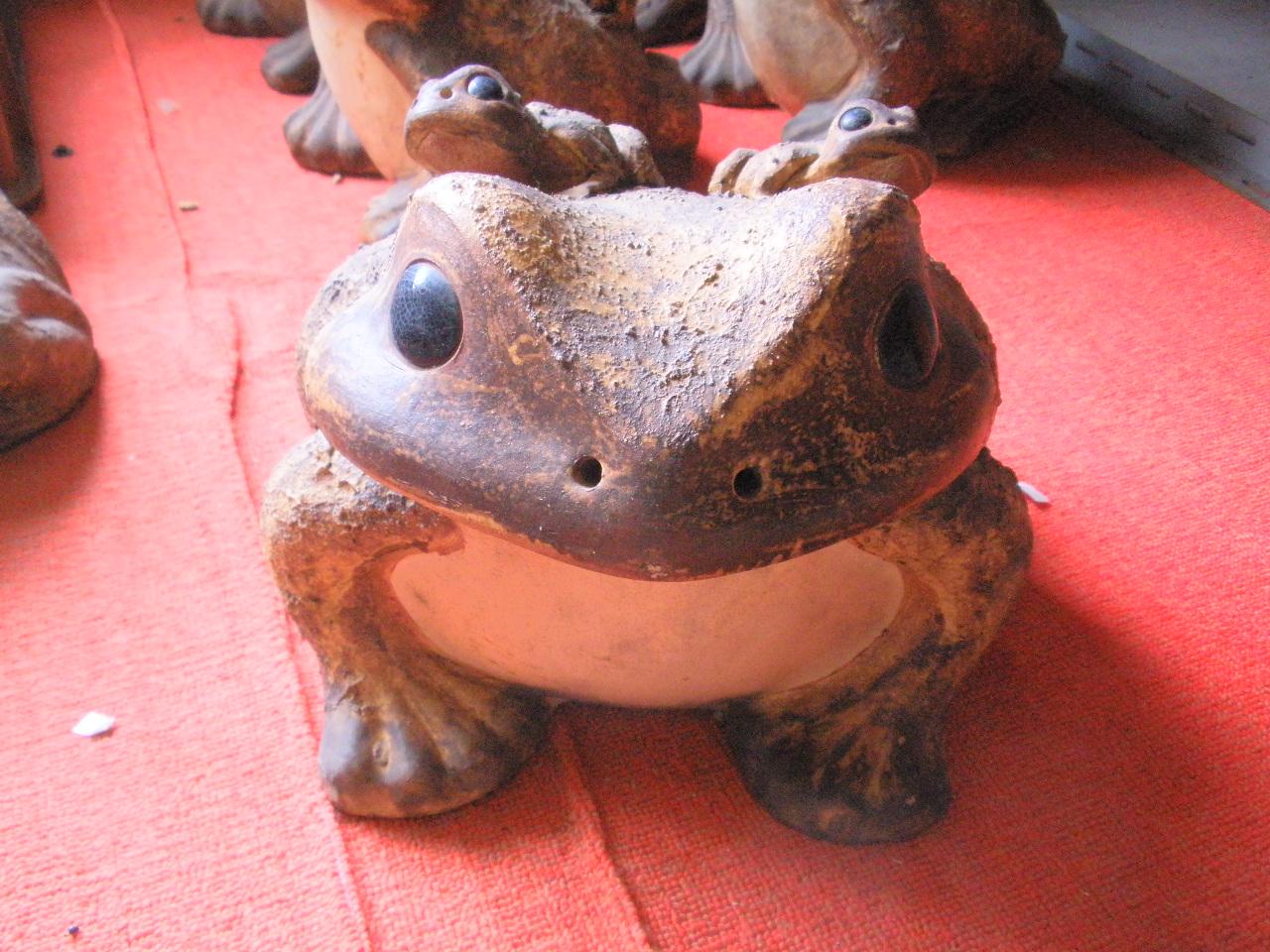 信楽焼き【大型】 金運アップ! カエルの置物大型陶器 庭先や玄関、水辺に。 蛙は金が帰ってくる 金運を呼び、運を呼ぶ力 財布に 運気・幸運・福招き・福寄せ 【在庫処分SALE】 【訳ありアウトレット】