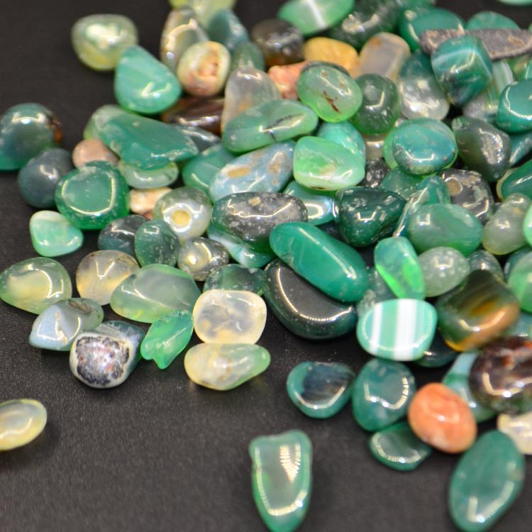 結び付き強化のアゲート 幻想的で美しいパワーストーン 瑪瑙 メノウ 緑瑪瑙 品質検査済 アゲート 石英の結晶 絆強化 500g さざれ石 風水 M39M 美しい天然石 幻想的 パワーストーン ラッキーストーン アウトレット