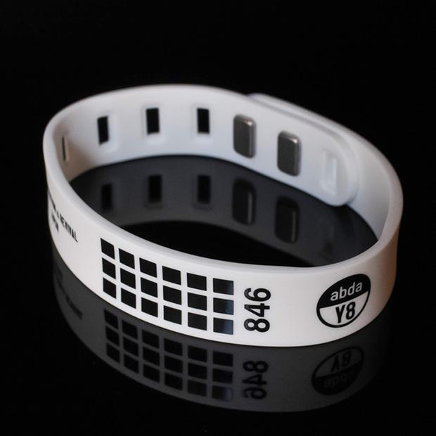 846シリコンブレスレット NEW Plasma silicon Bracelet White ホワイト 送料無料新品 メンズ レディース ペア おしゃれ アクセサリー 本体留め具付き 永遠の定番モデル スポーツ プロ野球選手愛用 磁気ブレスレット 夏用 男女兼用
