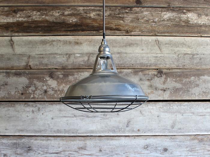 ジェイルペンダント( M / メタル) アメリカンビンテージテイストにとどまらない、インダストリアルな照明『照明ペンダント』
