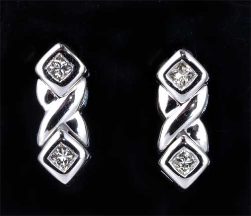 K18WG プリンセスカットダイヤモンド 0.28ctホワイトゴールド ピアス《送料無料!》