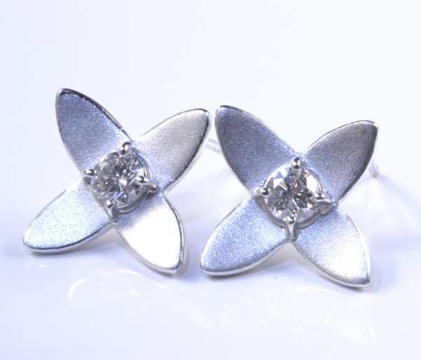 K18WG ダイヤモンド 0.182ctダイヤ0.188ct ホワイトゴールド ピアス《送料無料!》