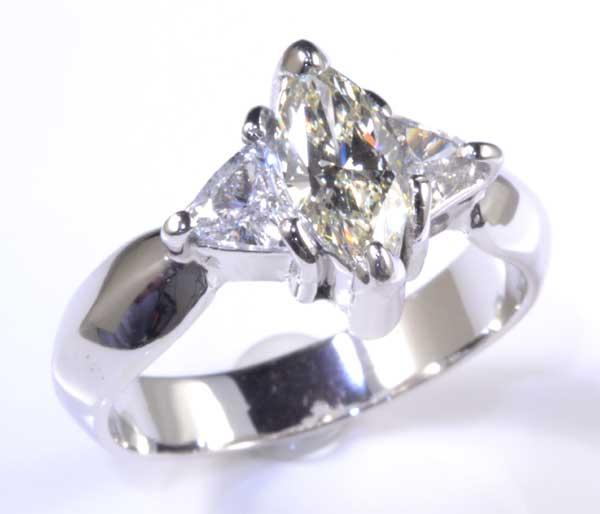 Pt マーキスカットダイヤモンド 0.500ct M-VS1脇石トリリアントカットダイヤ0.378ct プラチナ リング《送料無料!》