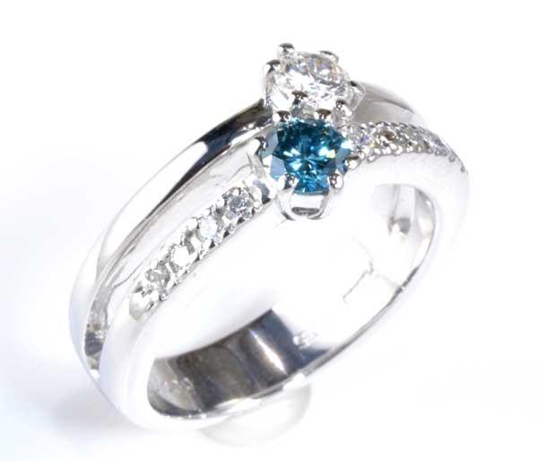 Pt ブルートリートメントダイヤモンド 0.30ctダイヤモンド0.205ct プラチナ リング《送料無料!》