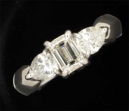 Pt角ダイヤモンド 0.588ct H-VS1脇石ダイヤ0.632ct プラチナ リング《送料無料!》