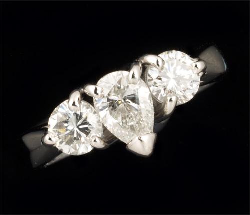 Pt ペアシェイプダイヤモンド 0.608ct G-SI2 脇石ダイヤ0.772ct プラチナ リング《送料無料!》
