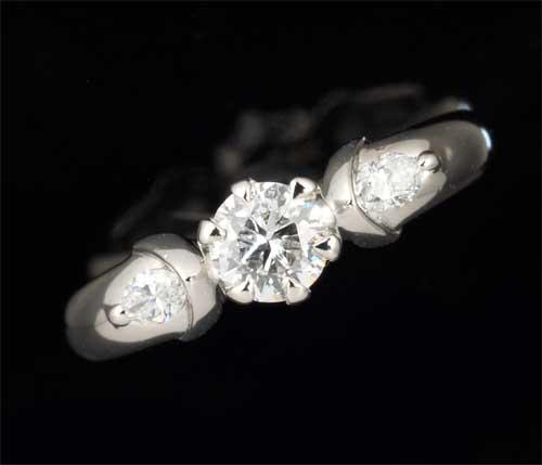 Pt ダイヤモンド 0.285ct F-VVS2脇石ダイヤ 0.14ct プラチナ リング《送料無料!》
