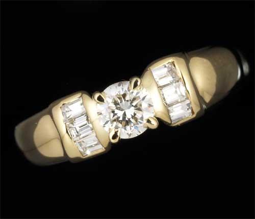 K18 ダイヤモンド 0.25ct脇石ダイヤ0.28ct 18金 リング《送料無料!》