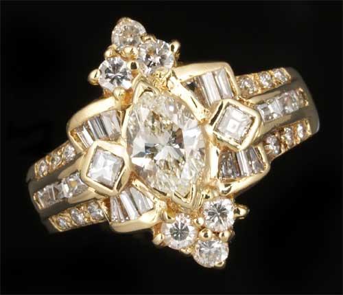 K18 マーキスカットダイヤモンド 0.56ct脇石ダイヤ0.83ct 18金 リング《送料無料!》
