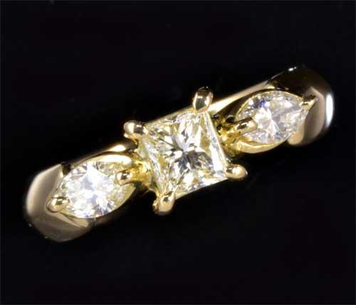 K18 プリンセスカットダイヤモンド 0.343ct K-VS2脇石ダイヤ0.337ct 18金 リング《送料無料!》