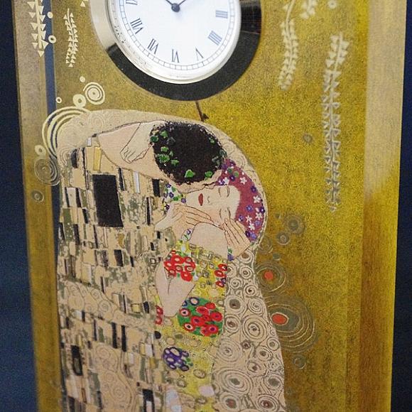 置き時計 置時計 ガラス クリスタル ドイツ製 クリムト ザ・キス 美しい 豪華 アート シック リビング ギフト 女性 寝室 居間 贈り物 Goebel (ゲーベル)ガラスアートクロック「クリムトのザ・キス」【10P01Oct16】
