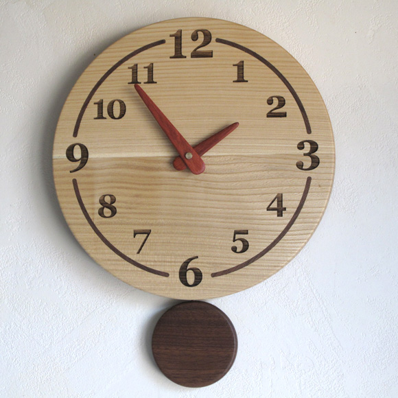 掛け時計 振り子時計 丸 天然木 北海道 木製 自然 ナチュラル 木目 新築 お祝い ギフト 白木 (PK-F38)