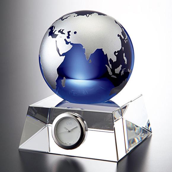 置き時計 置時計 ガラス 鳴海 クリスタル デスク 地球儀 小型 会社 送料無料 周年 退職祝い 就任祝い 記念品内祝い 引き出物 贈答品 記念品 ギフト ガラス時計「ブルーアース・デスククロック(M)」【10P01Oct16】