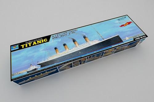 2020 新作 トランペッター 1 お洒落 200 R.M.S.タイタニック号 プラモデル LED付