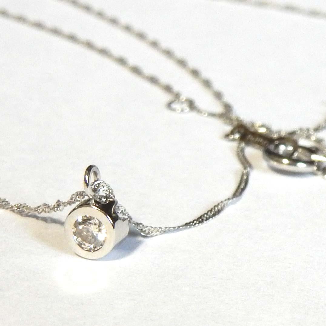 プラチナ900 ダイヤモンド 0.09カラット typeAA天然ダイヤ0.09ctペンダントネックレス(スクリューチェーン 42センチ)