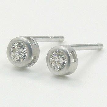 18金ホワイトゴールドダイヤモンド 0.1ctx2 typeAAA つや消しピアス(太さ0.9mm 長さ10mm芯・シリコンキャッチ付)送料無料 即納品(4日前後発送可能)