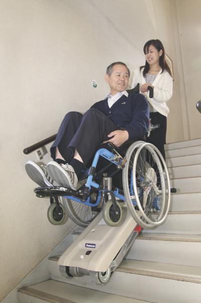 階段昇降車 ステアエイド SA-3-1【介助式階段昇降車(段差解消機)】