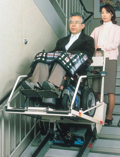 階段昇降車(階段移動用リフト) ステアシップ TRE-52【介助式階段昇降車(段差解消機)】