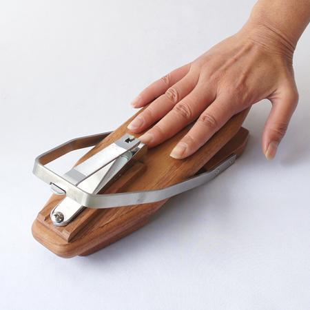 高齢の母親でも簡単に使える楽な爪切りってありますか?